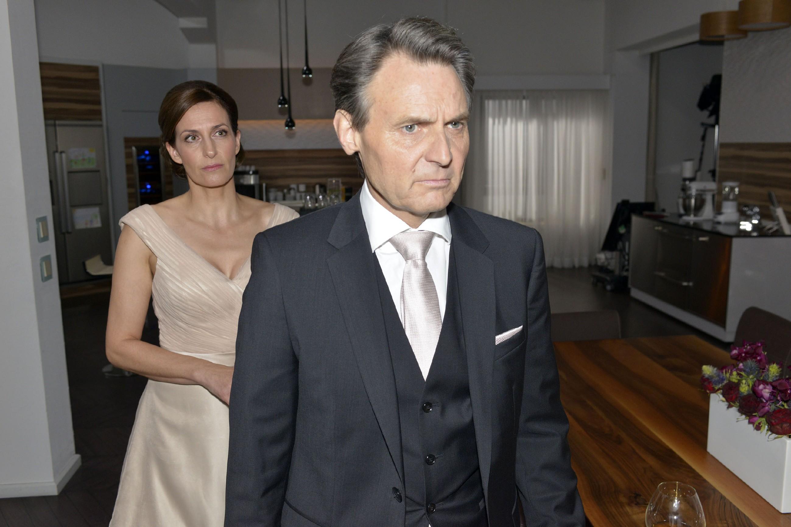Nach der Feier bekommt Katrin (Ulrike Frank) Gerners (Wolfgang Bahro) tiefe Enttäuschung zu spüren, als er sie auffordert, die Wohnung umgehend zu verlassen.