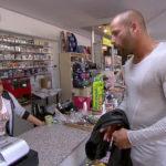 Patrick (re.) fährt mit Dana nach Bottrop, um Lucy (li.) zu sagen, dass er ihr Halbbruder ist. (Quelle: RTL 2)