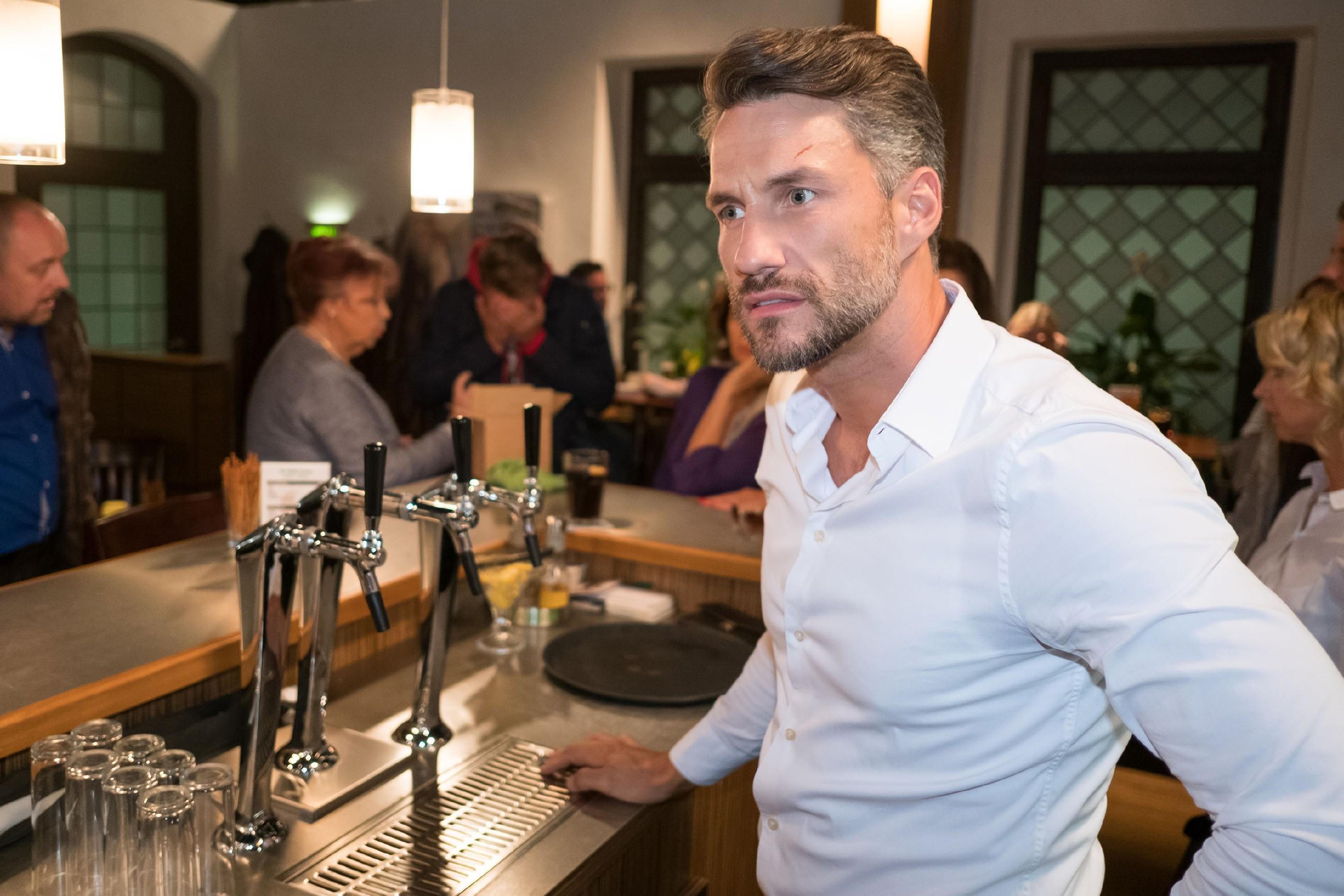 Malte (Stefan Bockelmann) hat Mühe, nach Benedikts Austritt die Wache der Nachbarschaftshilfe zusammenzuhalten. (Quelle: RTL / Stefan Behrens)