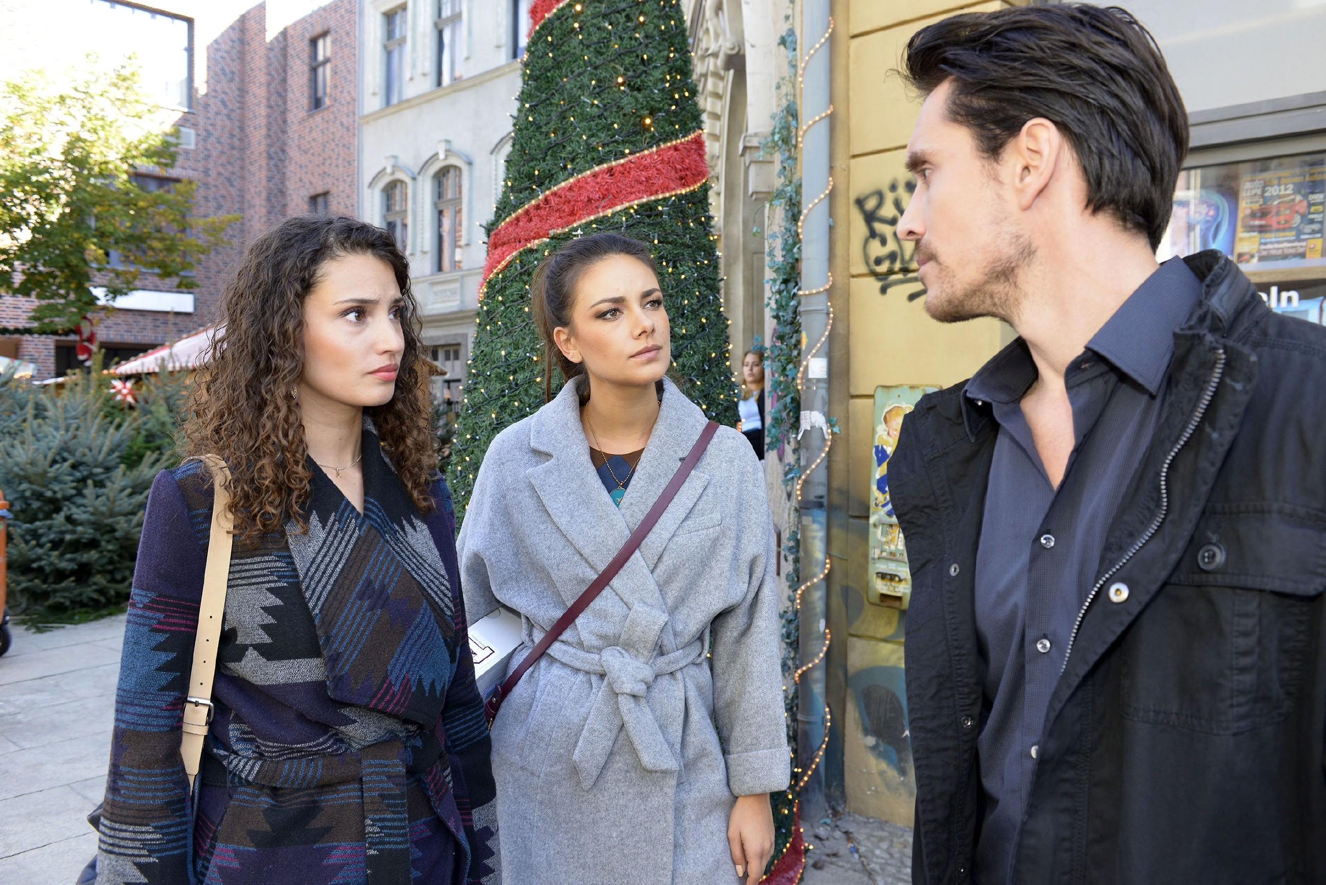 Jasmin (Janina Uhse, M.) steht Ayla (Nadine Menz) bei, als David (Philipp Christopher) ihr eine harte Ansage macht... (Quelle: RTL / Rolf Baumgartner)