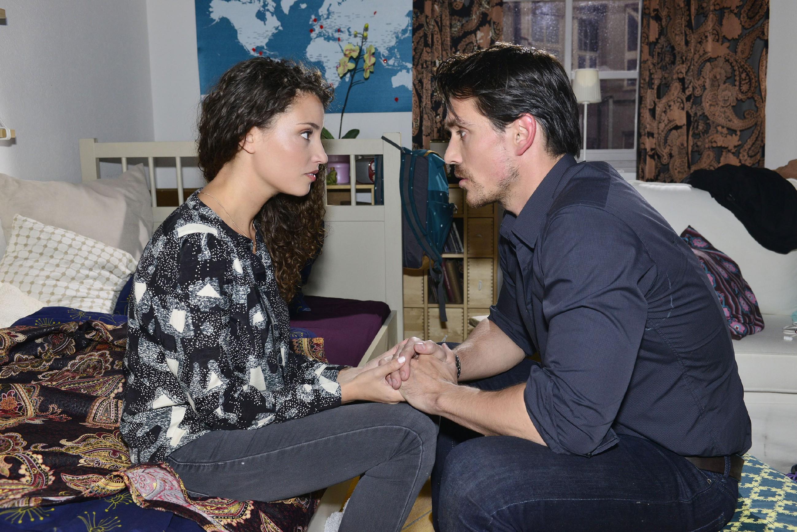 Als David (Philipp Christopher) Ayla (Nadine Menz) die ganze Wahrheit über den Unfall und Gerners Drohungen gesteht, scheint sich das Paar für einen kurzen Moment wiederzufinden. Aber haben die beiden wirklich eine gemeinsame Zukunft? (Quelle: RTL / Rolf Baumgartner)