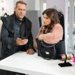 Rufus (Kai Noll) erfährt im Beisein von Britta (Tabea Heynig) schockiert, dass der Verlag nichts von seinem Romananfang hält... (Quelle: RTL / Stefan Behrens)