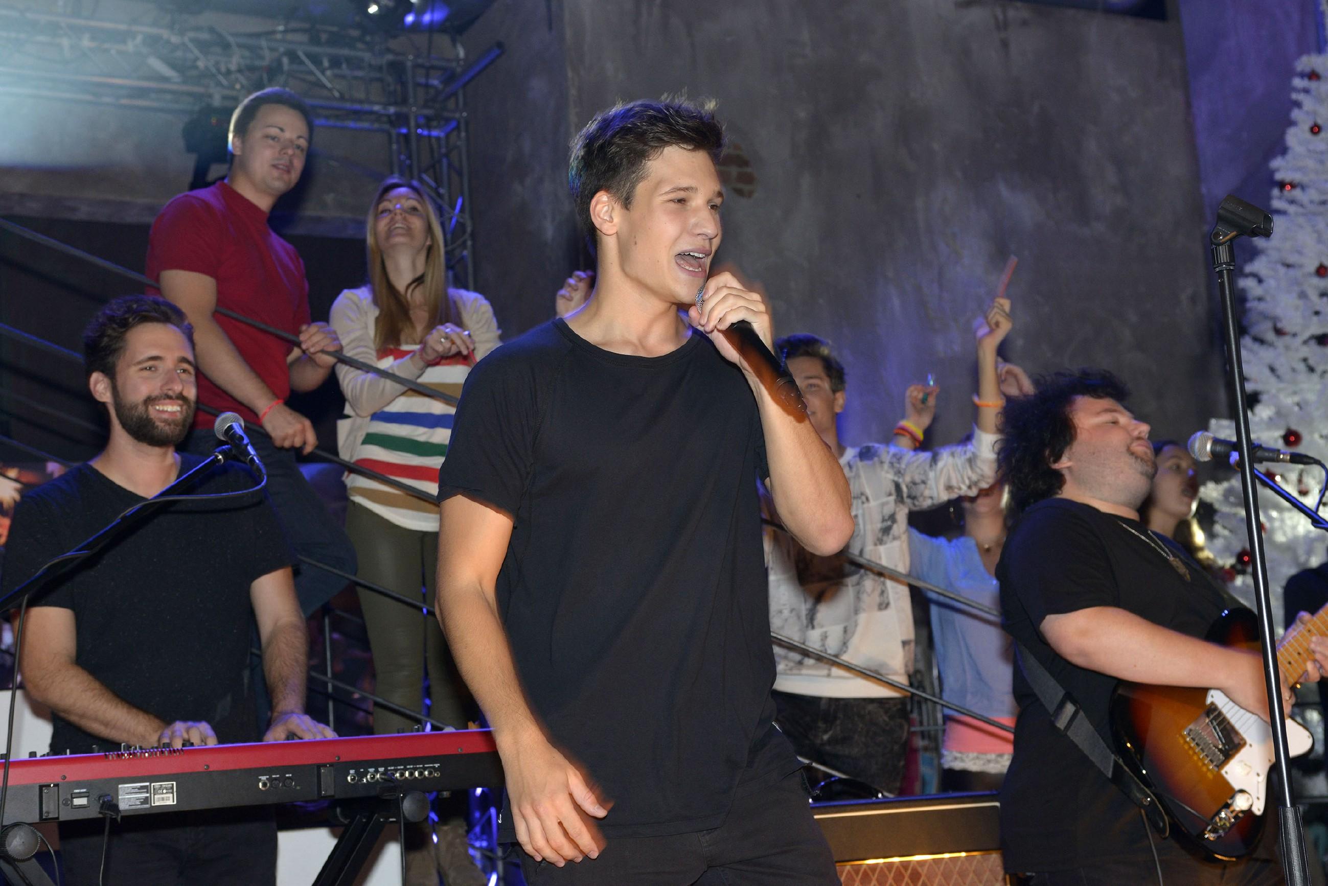 Der Sänger Wincent Weiss gibt ein Konzert im Mauerwerk. (Quelle: RTL / Rolf Baumgartner)