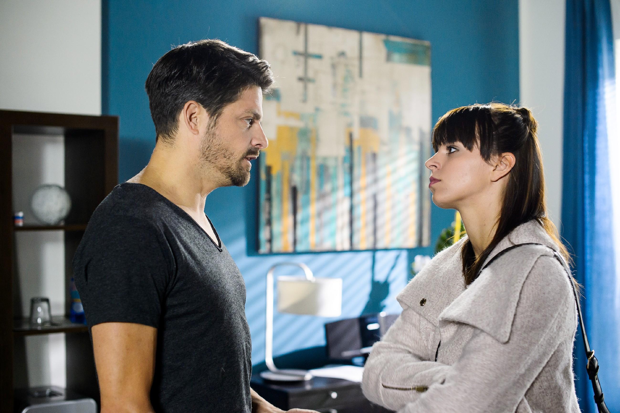 Michelle (Franziska Benz) macht Vincent (Daniel Buder) verletzt klar, dass sie ihm ihre Niere nicht spenden wird. (Quelle: RTL / Willi Weber)