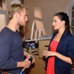 Als Paul (Niklas Osterloh) sie mit lockeren Sprüchen provoziert, platzt Emily (Anne Menden) der Kragen und sie schmeißt ihn raus... (Quelle: RTL / Rolf Baumgartner)