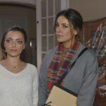Jasmin (Janina Uhse, r.) kann verstehen, dass Emily (Anne Menden) vom Chaos in der Wohnung ziemlich genervt ist. (Quelle: RTL / Rolf Baumgartner)