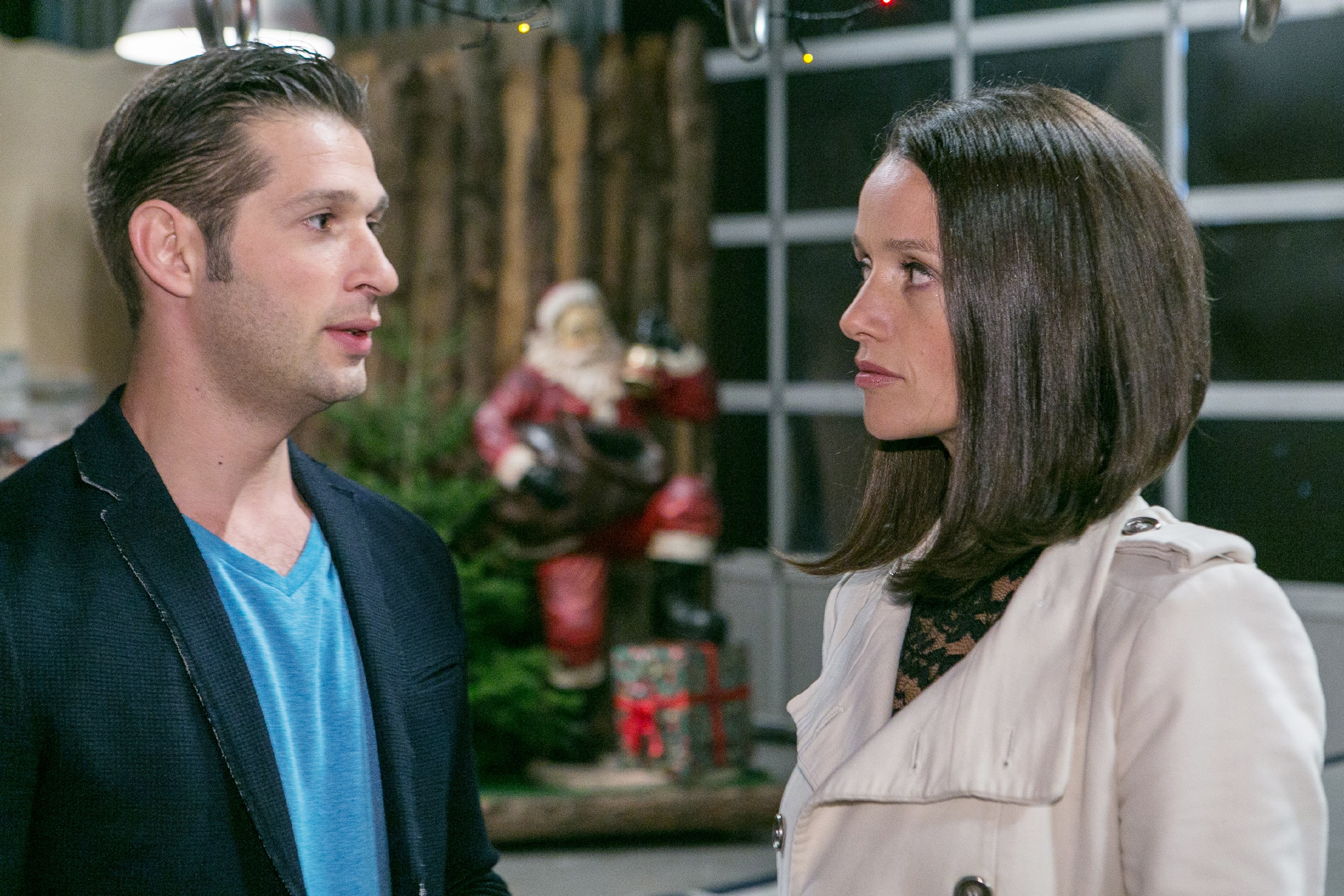 Deniz (Igor Dolgatschew) und Jenny (Kaja Schmidt-Tychsen) wollen die Gelegenheit nutzen und sich aussprechen. (Quelle: RTL / Kai Schulz)