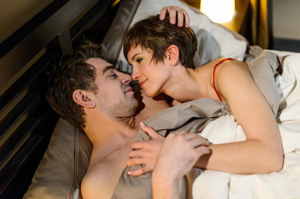 Pia (Isabell Horn) gibt sich Mühe, Veit (Carsten Clemens) Verständnis entgegenzubringen, doch sie muss sich ernsthaft die Frage stellen, ob sie und Veit im Alltag wirklich zusammenpassen...