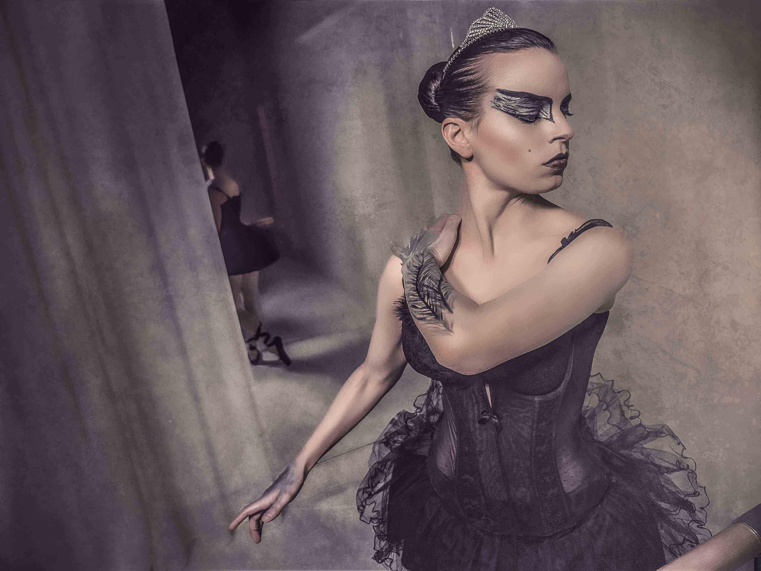Franziska Benz als Black Swan