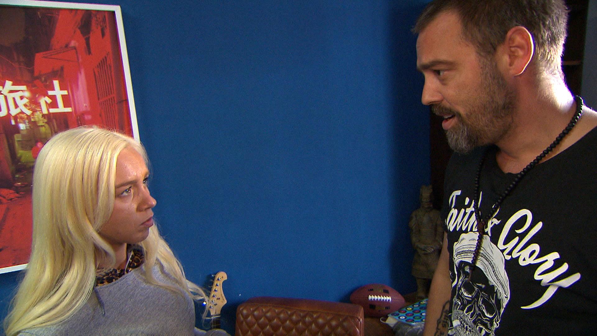 Peggy leidet unter dem Streit mit ihrer Mutter und ist enttäuscht, dass Theo dafür kein Verständnis hat. (Quelle: RTL 2)