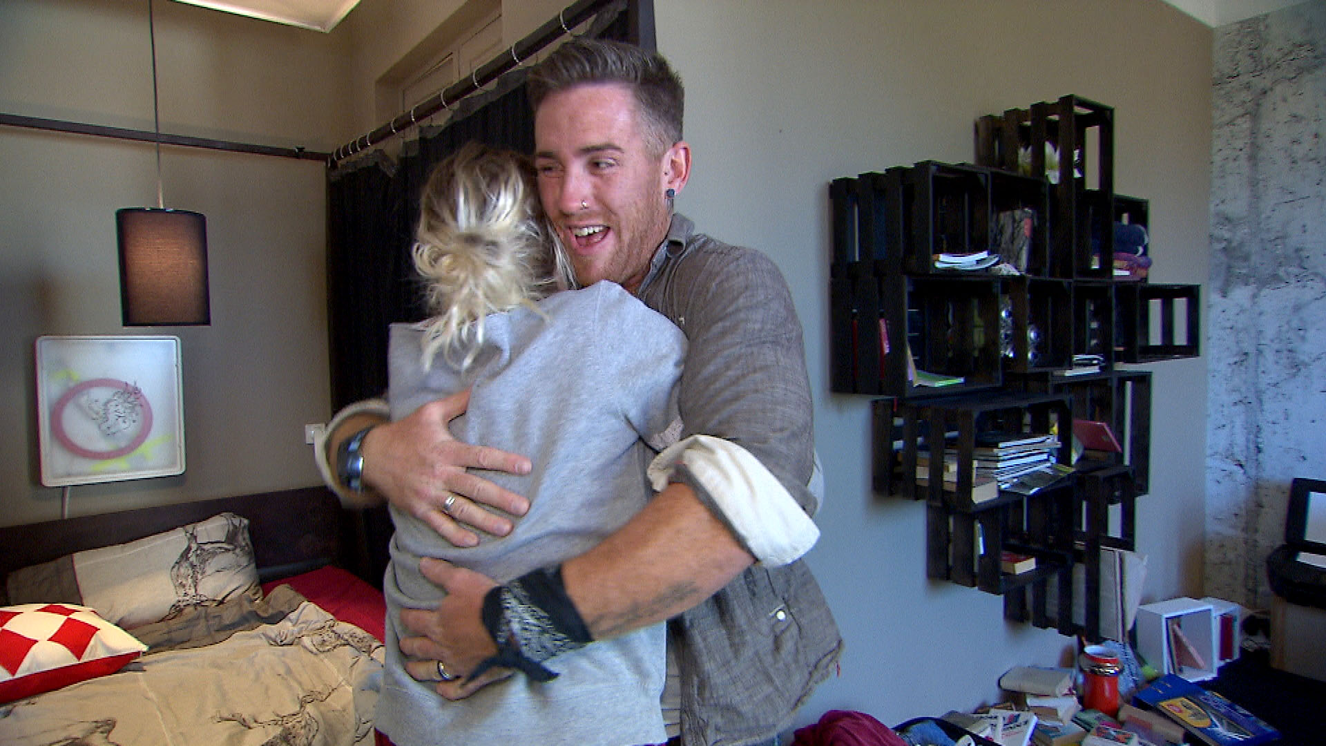Tim glaubt, die perfekte Wohnung für Nina und sich gefunden zu haben. (Quelle: RTL 2)