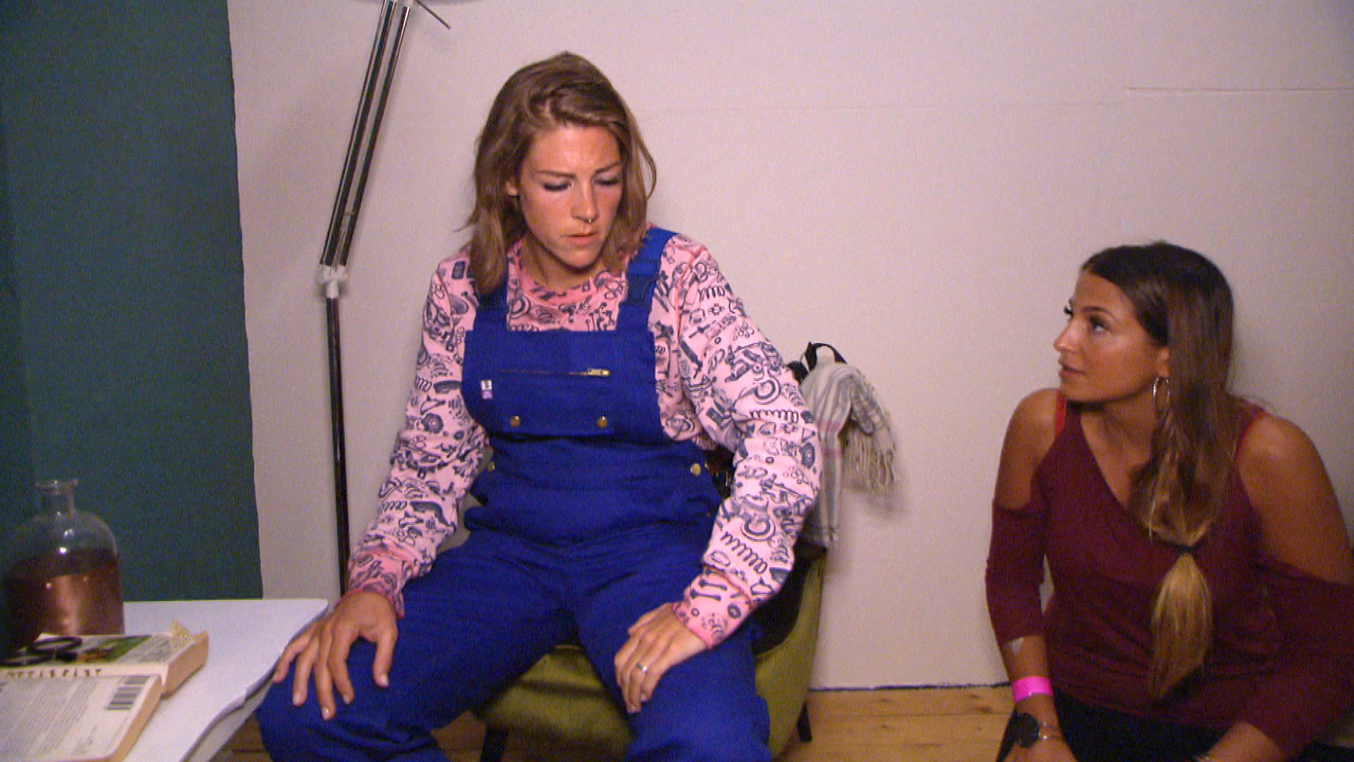 Alessia (re.) wünscht sich ihre alte Freundschaft mit Alina (li.) zurück, aber Alina ist dazu noch nicht bereit. (Quelle: RTL 2)