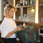 Ute (Isabell Hertel) ist entsetzt, als sie bei Malte eine Waffe entdeckt... (Quelle: RTL / Stefan Behrens)
