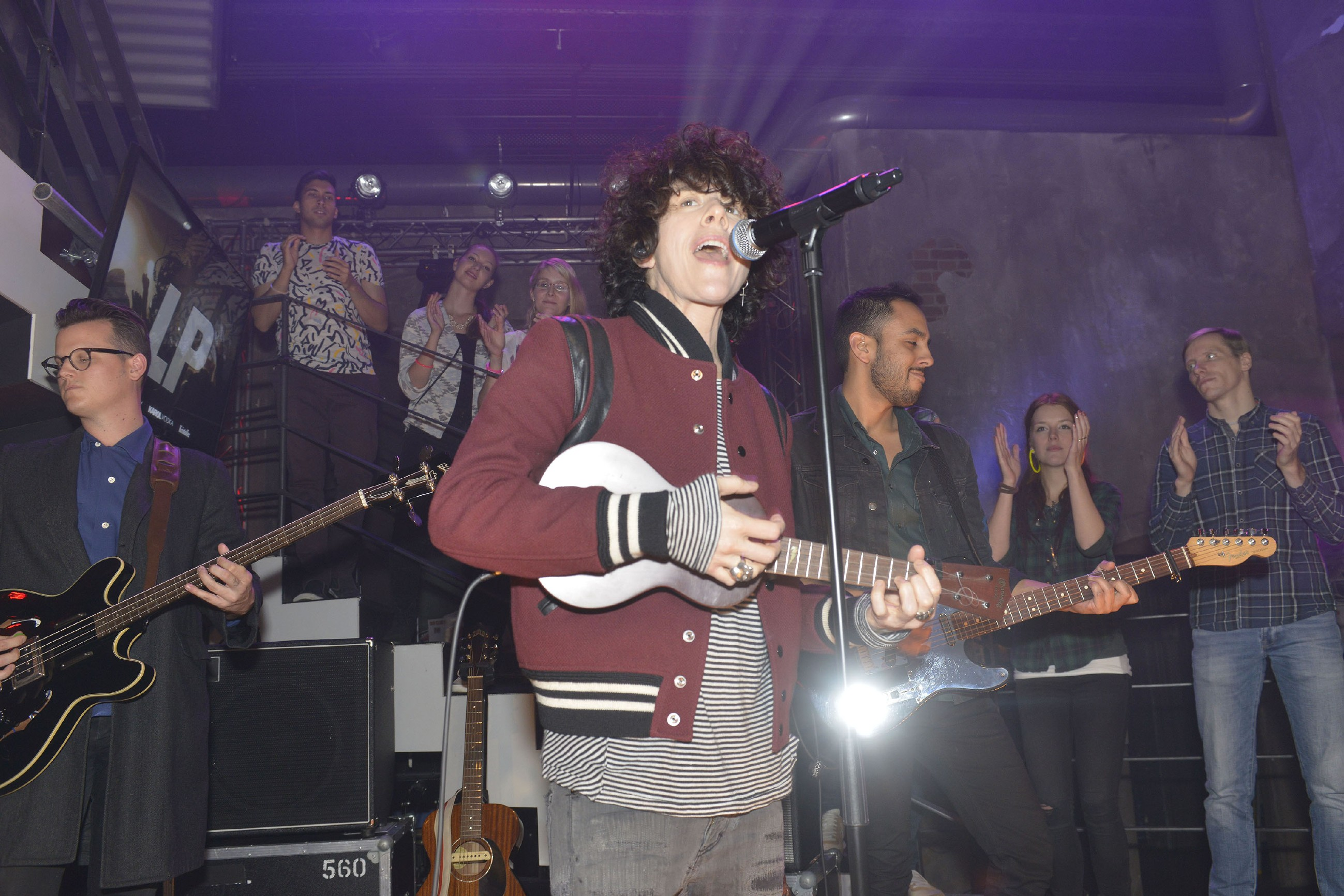 Die US-amerikanische Indie-Rock Sängerin LP gibt ein Konzert im Mauerwerk. (Quelle: RTL / Rolf Baumgartner)