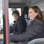 Als Tills (Merlin Leonhardt) Plan, den LKW mit Kleidung für die Obdachlosen zu klauen, an seinem Handicap zu scheitern droht, springt Katrin (Ulrike Frank) ein und fährt den Lastwagen... (Quelle: RTL / Rolf Baumgartner)