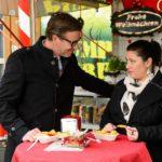 Christoph (Lars Korten) bestärkt Vanessa (Julia Augustin) in ihrem Wunsch, wieder arbeiten zu gehen. (Quelle: RTL / Willi Weber)