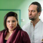 Vanessa (Julia Augustin) ist hin- und hergerissen - soll sie Thomas' (Daniel Brockhaus) Jobangebot annehmen oder nicht? (Quelle: RTL / Willi Weber)
