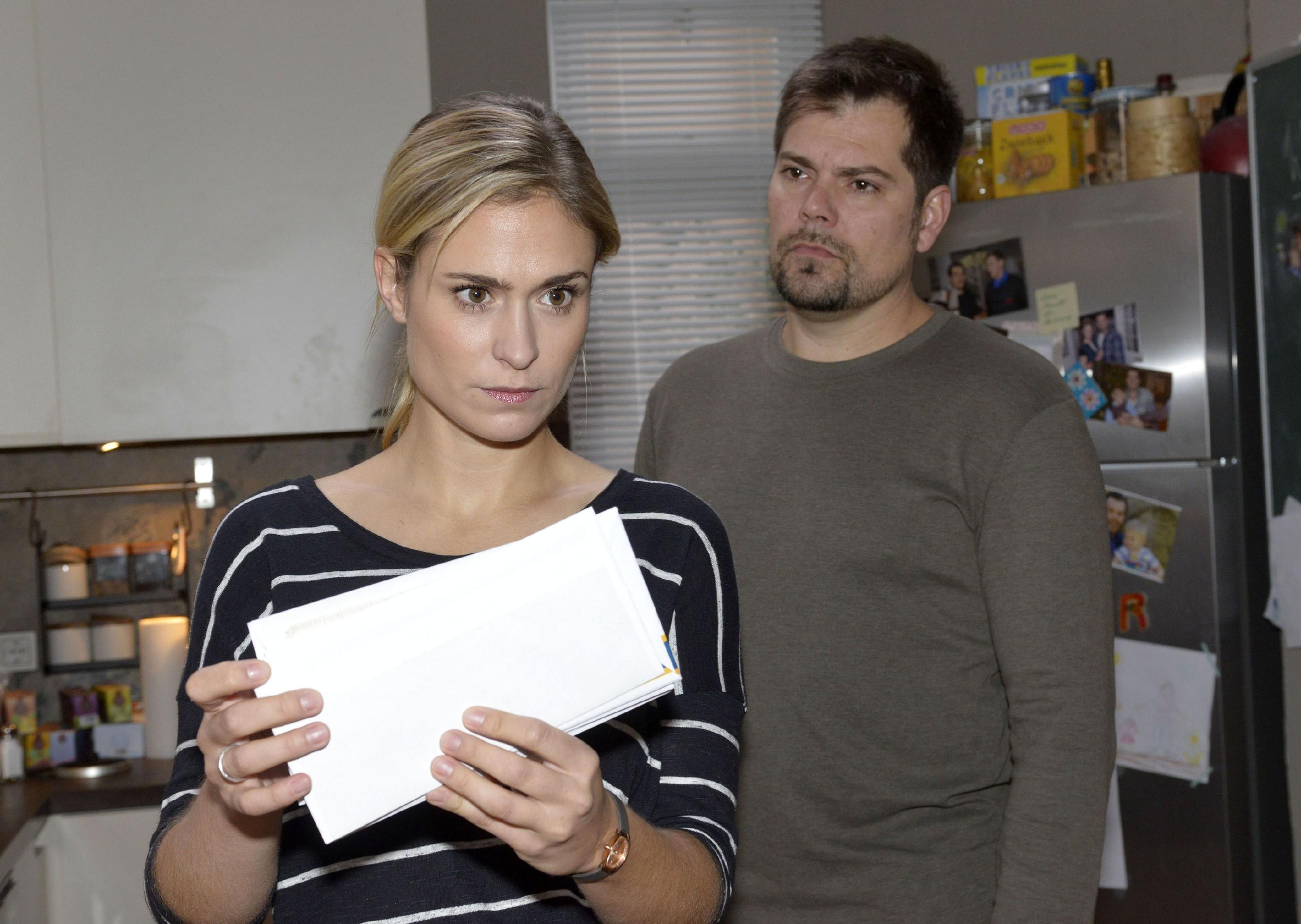 Sophie (Lea Marlen Woitack) und Leon (Daniel Fehlow) scheinen keinen gemeinsamen Nenner zu finden. (Quelle: RTL / Rolf Baumgartner)