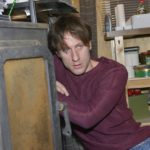 Till (Merlin Leonhardt) ist völlig allein, als er im Bauwagen von den Auswirkungen seiner tückischen Krankheit eingeholt wird... (Quelle: RTL / Rolf Baumgartner)