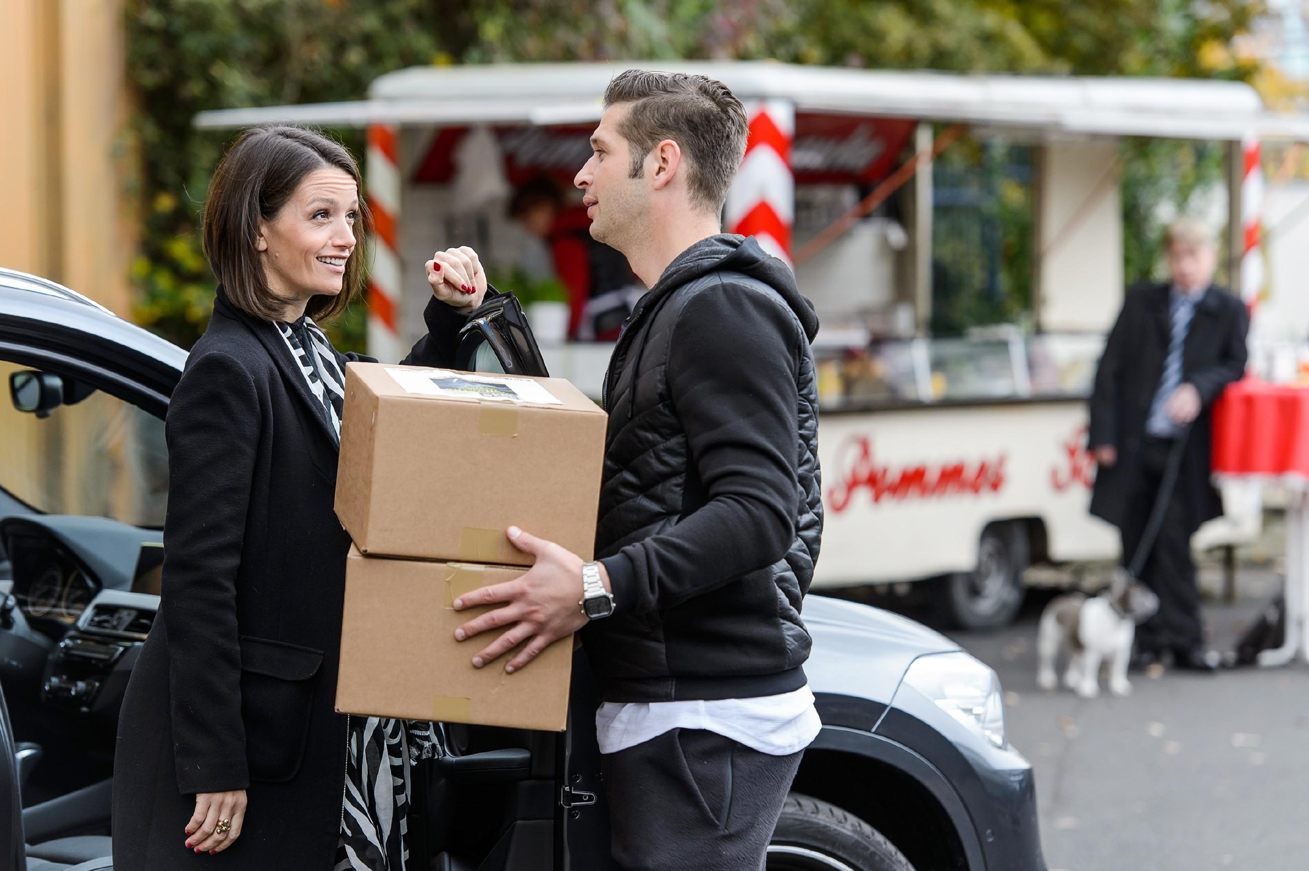 Jenny (Kaja Schmidt-Tychsen) und Deniz (Igor Dolgatschew) hoffen zuversichtlich, den Experten, der Simones Gutachten über die Eishalle gefälscht hat, zum Plaudern zu bringen. (Quelle: RTL / RTL / Willi Weber)