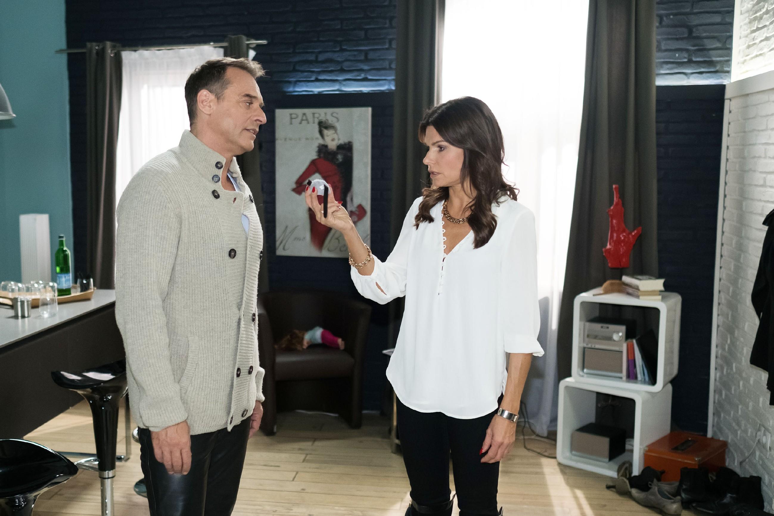 Rufus (Kai Noll) stößt Britta (Tabea Heynig) mit dem Geständnis, dass sie ihm auf die Nerven geht, vor den Kopf. (Quelle: RTL / Stefan Behrens)
