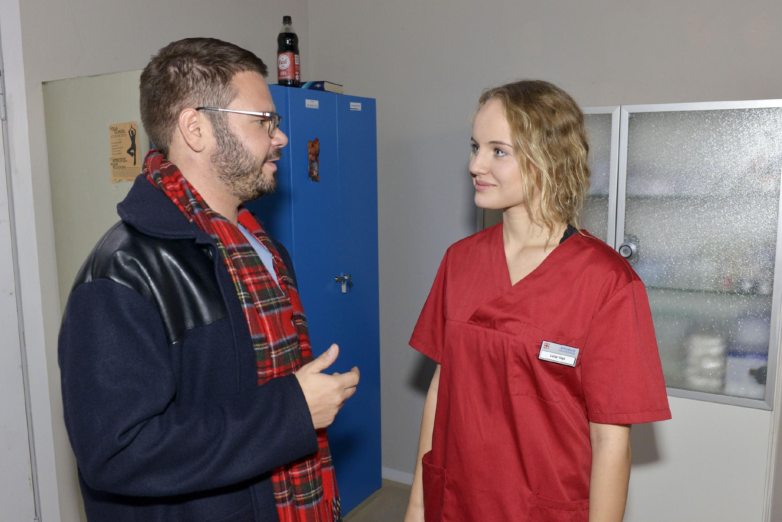 Tuner (Thomas Drechsel) ist ernüchtert, dass Jule (Luise von Finckh) in ihm offenbar nicht mehr als einen Kumpel sieht. (Quelle: RTL / Rolf Baumgartner)