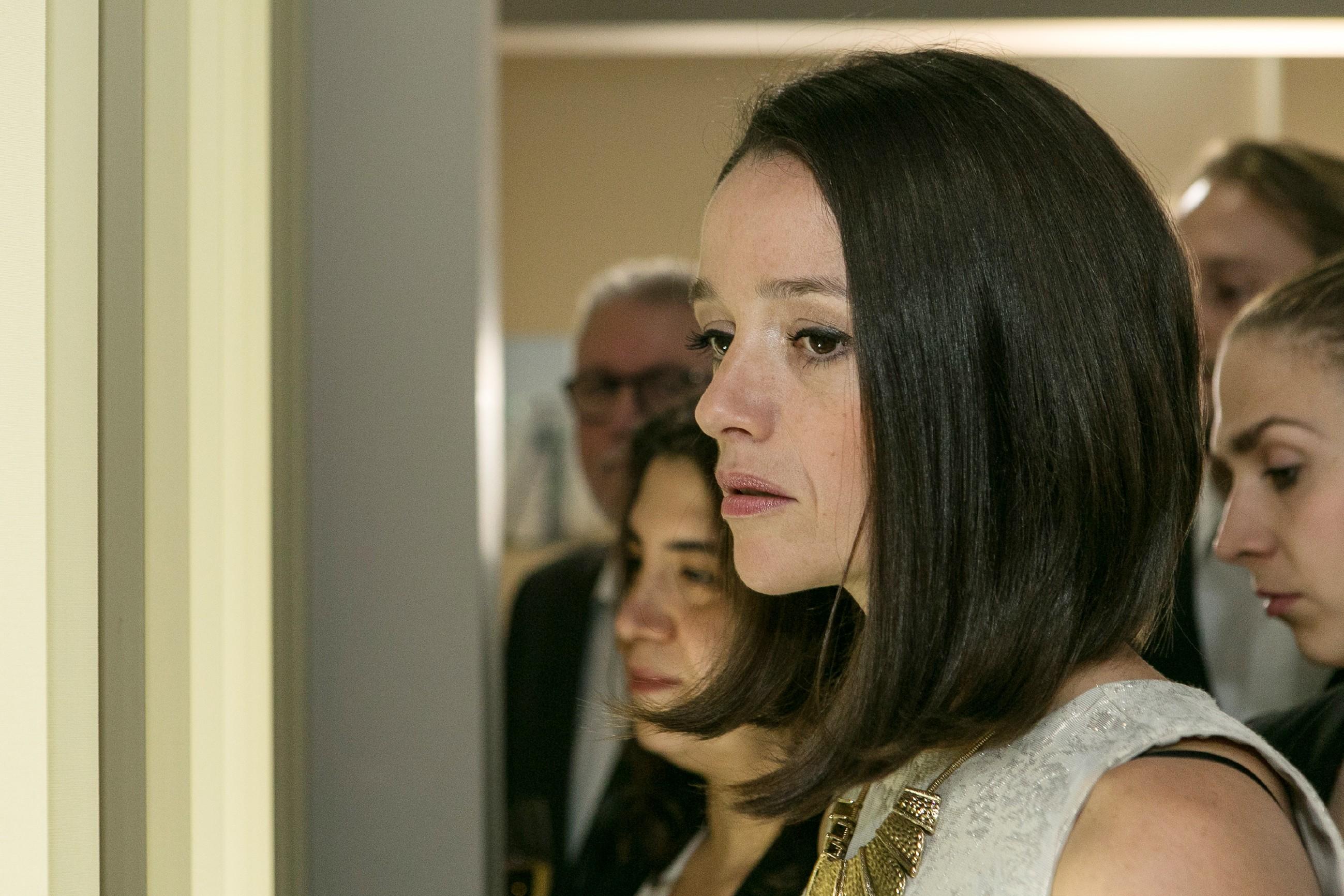 Deniz' Liebesgeständnis war eindeutig, doch bei allem, was Jenny (Kaja Schmidt-Tychsen) mit ihm schon durchgemacht hat, ist ihre Unsicherheit noch groß. Meint Deniz es dieses Mal wirklich ernst? (Quelle: RTL / Kai Schulz)