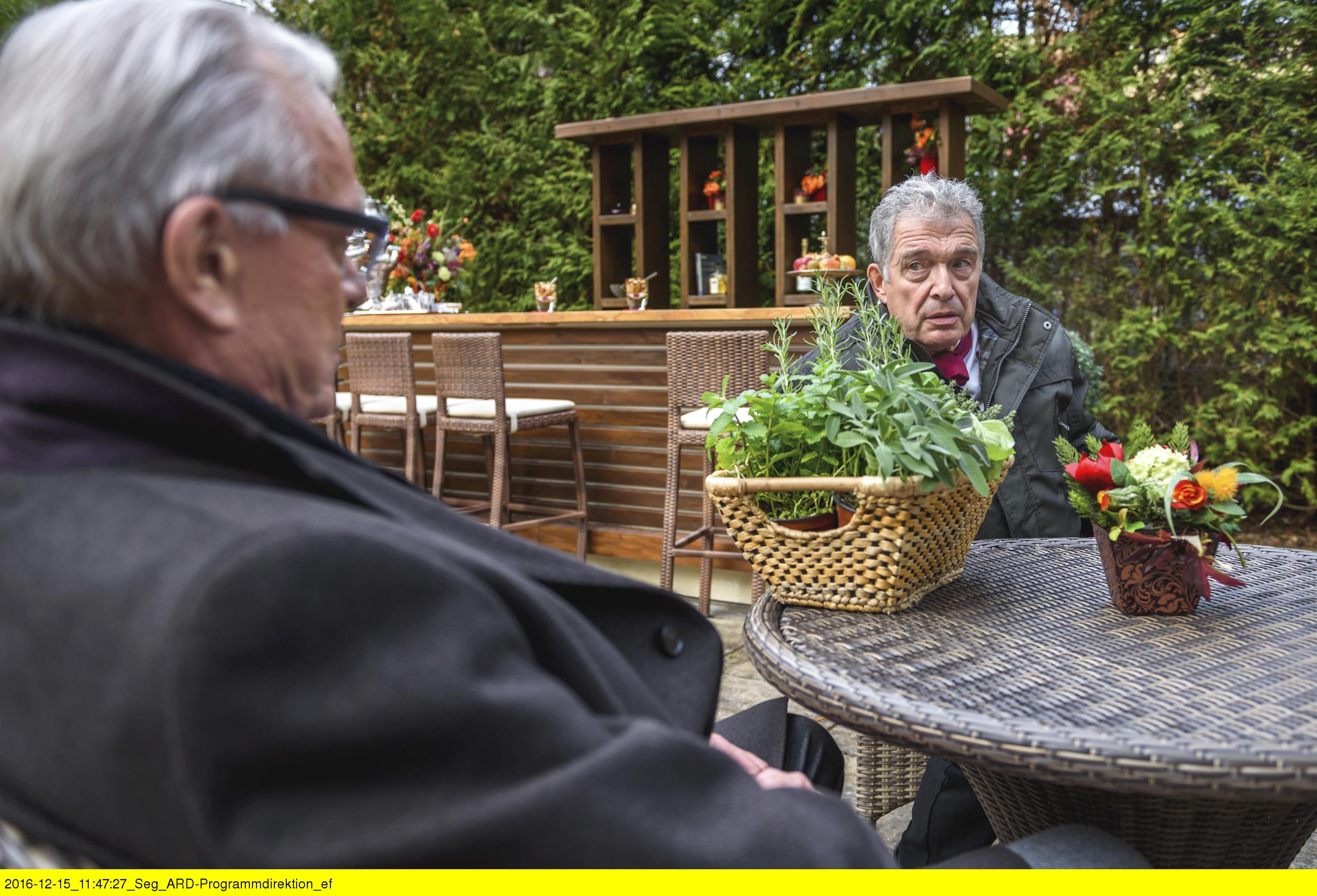 ARD STURM DER LIEBE FOLGE 2626, am Freitag (03.02.17) um 15:10 Uhr im ERSTEN. Werner (Dirk Galuba, l.) und André (Joachim Lätsch, r.) unterhalten sich über Saskia. (Quelle: ARD/Christof Arnold)