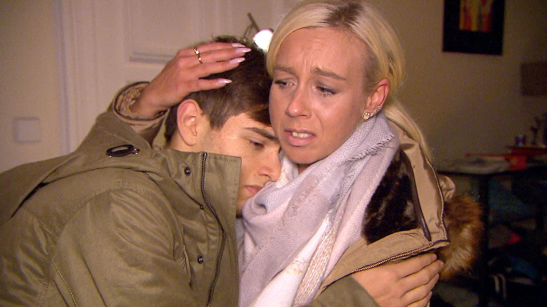Peggy macht sich Sorgen um Malte, als sie ihn am Morgen in einem jämmerlichen Zustand in seinem Zimmer vorfindet. (Quelle: RTL 2)
