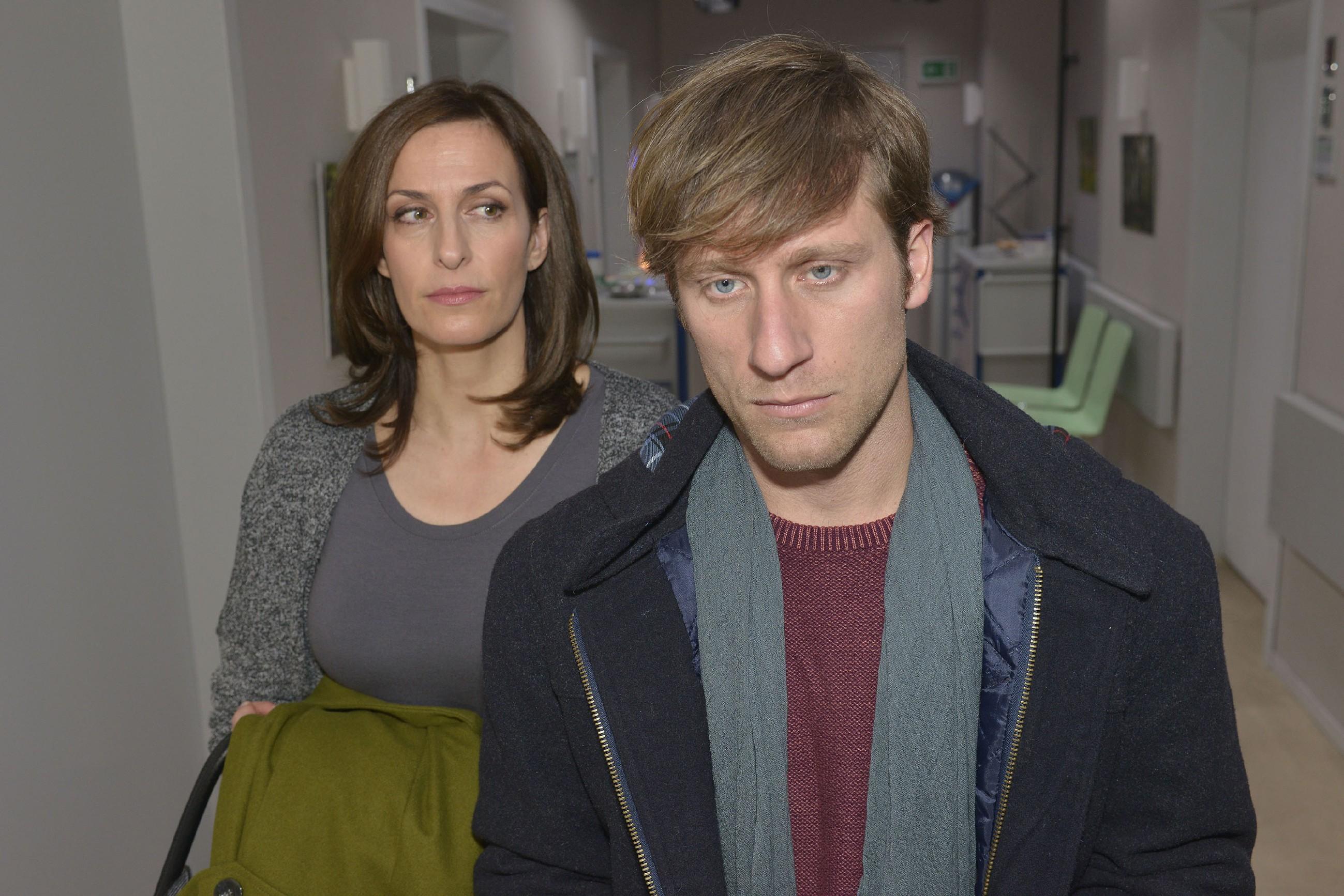 Als Till (Merlin Leonhardt) sein Schicksal hinnimmt, weil er die verbleibende Zeit lieber mit ihr, als mit Ärzten verbringen möchte, will Katrin (Ulrike Frank) seinen Entschluss nicht wahrhaben.