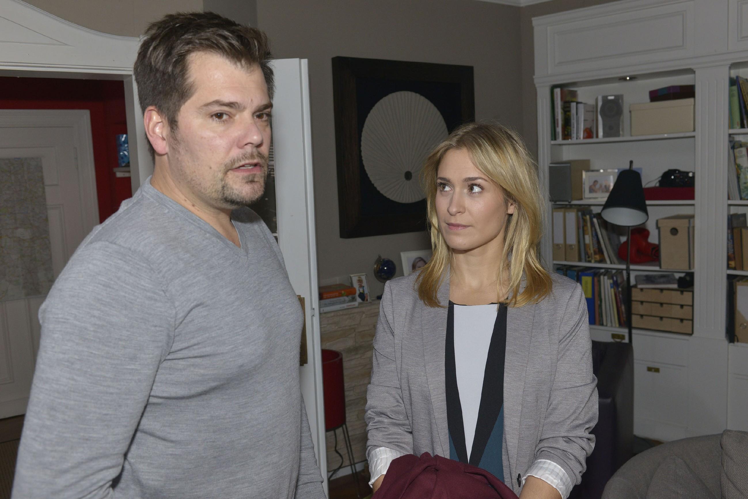 Sophie (Lea Marlen Woitack) vermisst Leon (Daniel Fehlow) und sucht den Kontakt zu ihm.