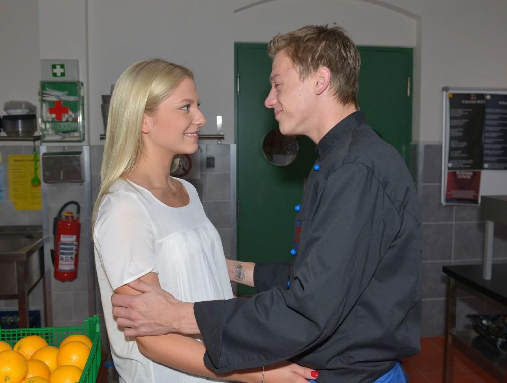 Sunny (Valentina Pahde) ist Vince' (Vincent Krüger) für sein Verständnis dankbar.