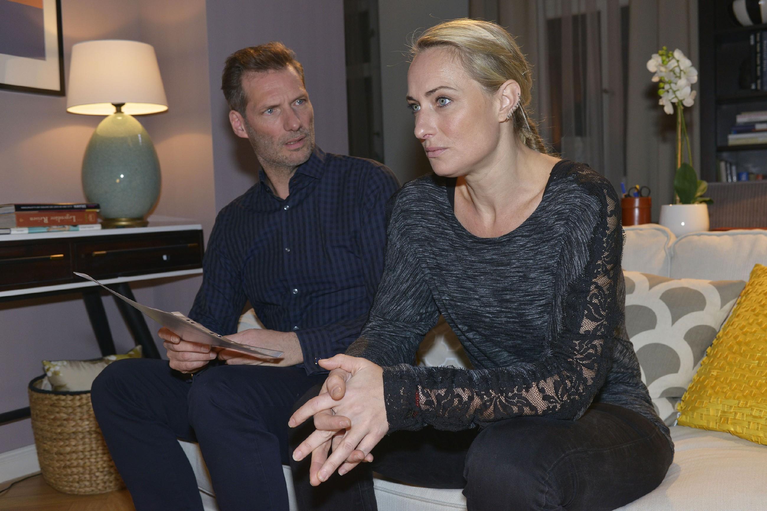 Maren (Eva Mona Rodekirchen) macht Alexander (Clemens Löhr) für Jonas' schlechte Noten mitverantwortlich. (Foto: RTL / Rolf Baumgartner)