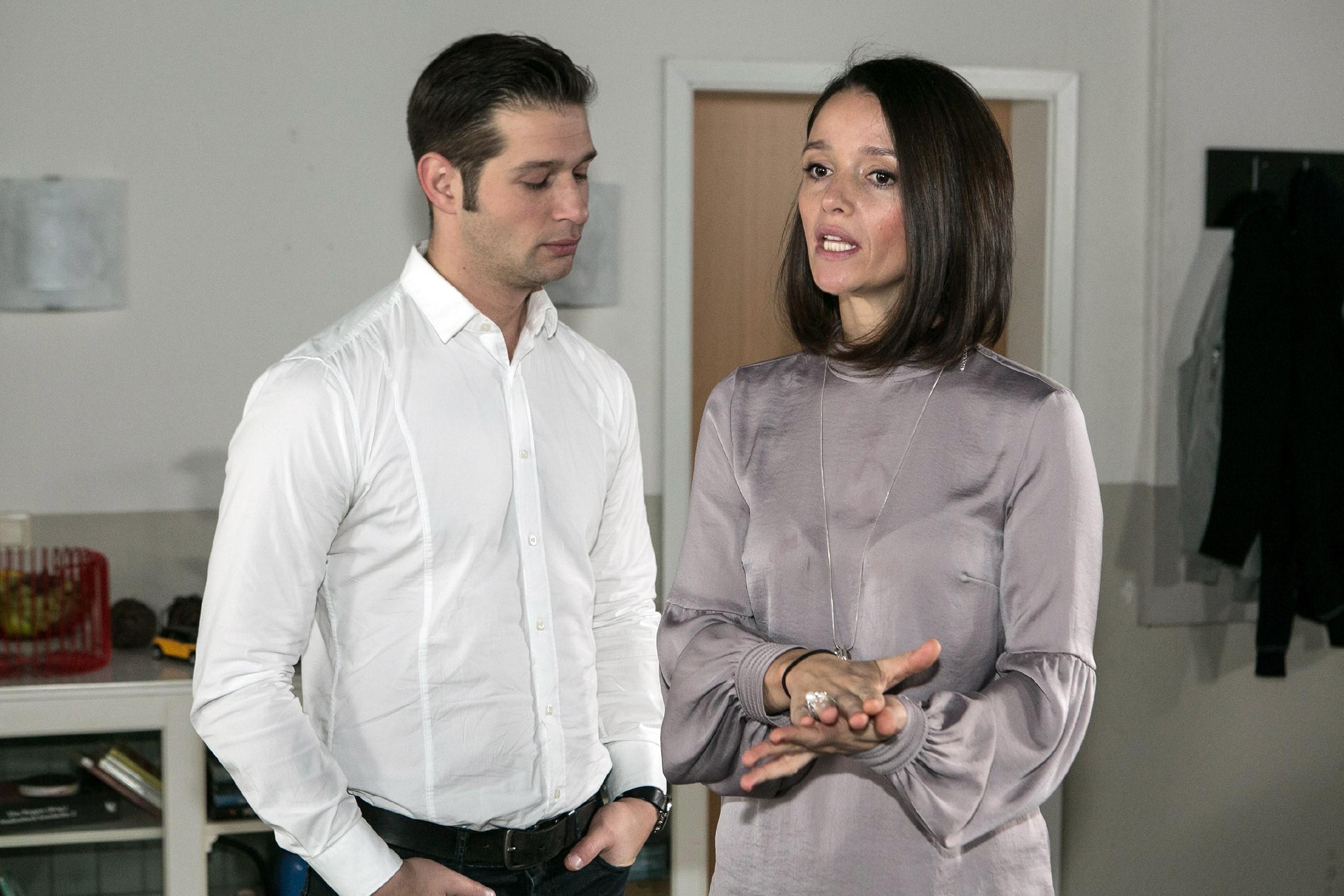Deniz (Igor Dolgatschew) erkennt, dass Jenny (Kaja Schmidt-Tychsen) nicht über ihren Schatten springen und sich bei Michelle entschuldigen kann. (Foto: RTL / Kai Schulz)