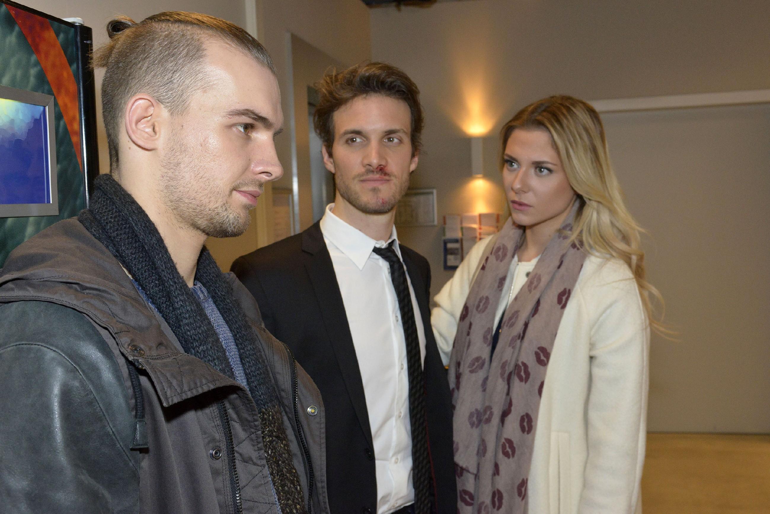 Felix (Thaddäus Meilinger, M.) zeigt Größe und spricht Chris (Eric Stehfest) vor Sunny (Valentina Pahde) von aller Schuld frei. (Quelle: RTL / Rolf Baumgartner)