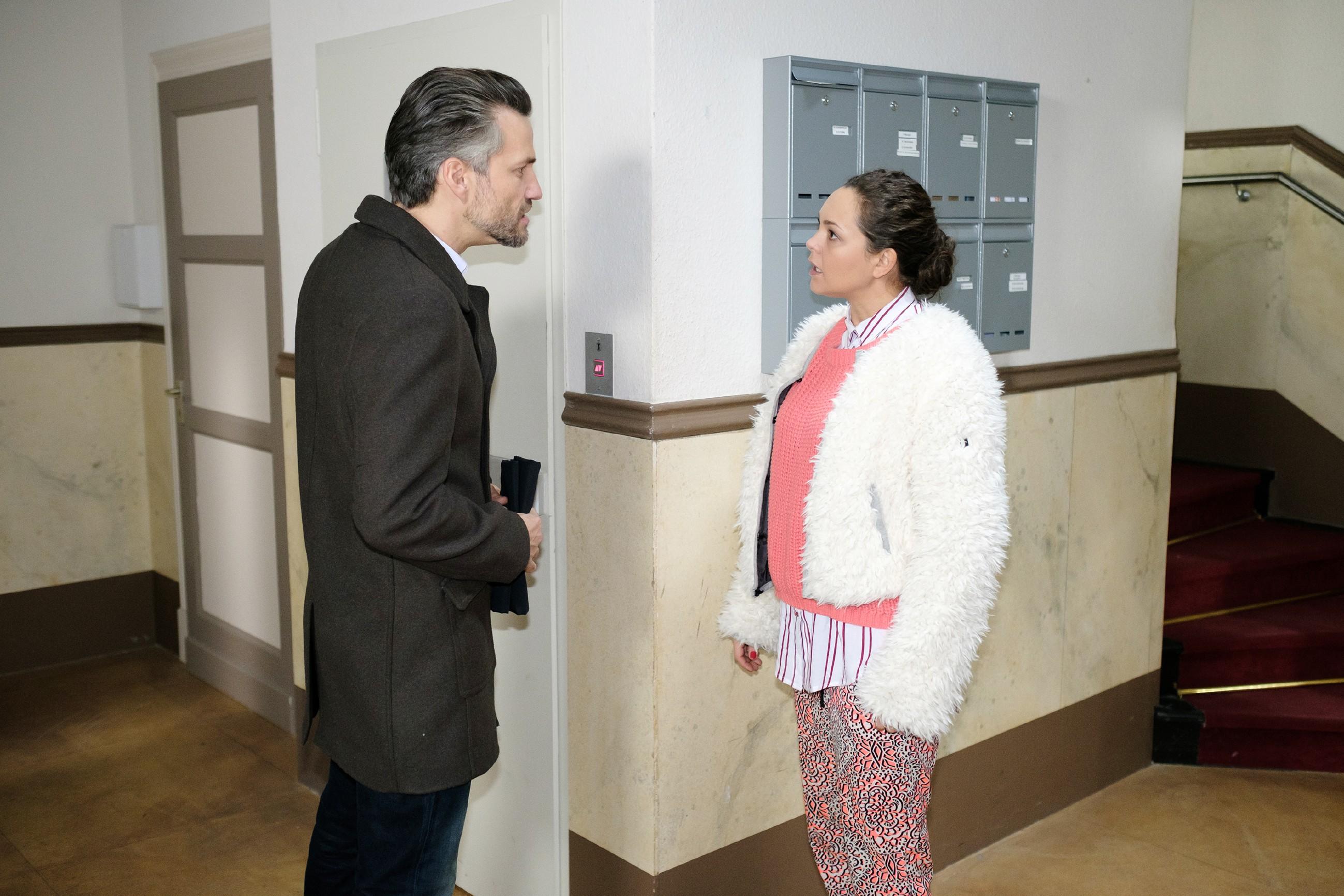 In ihrer Verletzung gehen Caro (Ines Kurenbach) und Malte (Stefan Bockelmann) auf Konfrontationskurs. (Quelle: RTL / Stefan Behrens)