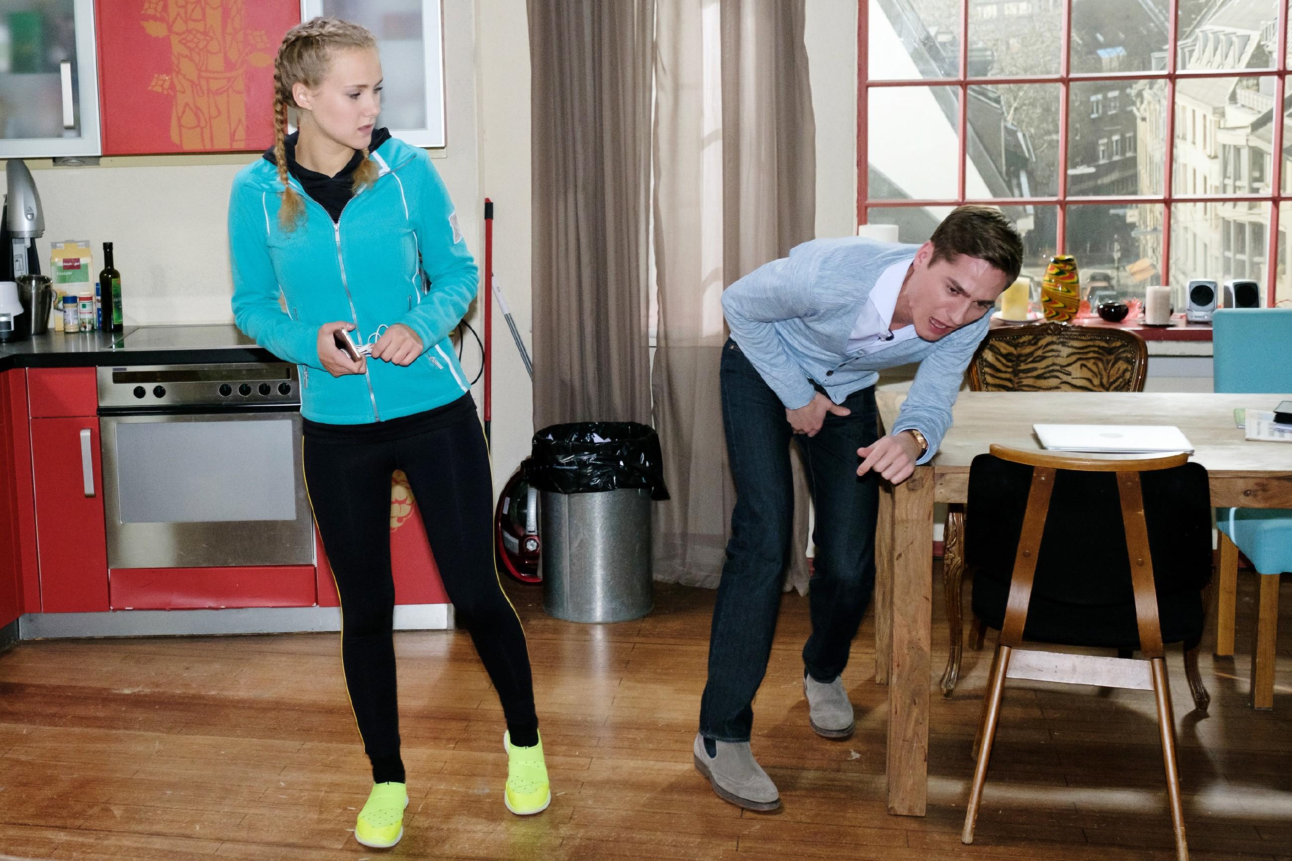 Ringos (Timothy Boldt) Versuch, KayC (Pauline Angert) unter Druck zu setzen, geht nach hinten los... (Quelle: RTL / Stefan Behrens)