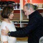 Irene (Petra Blossey) gibt sich vor Robert (Luca Maric) die Schuld an dem Unfall. (Quelle: RTL / Stefan Behrens)