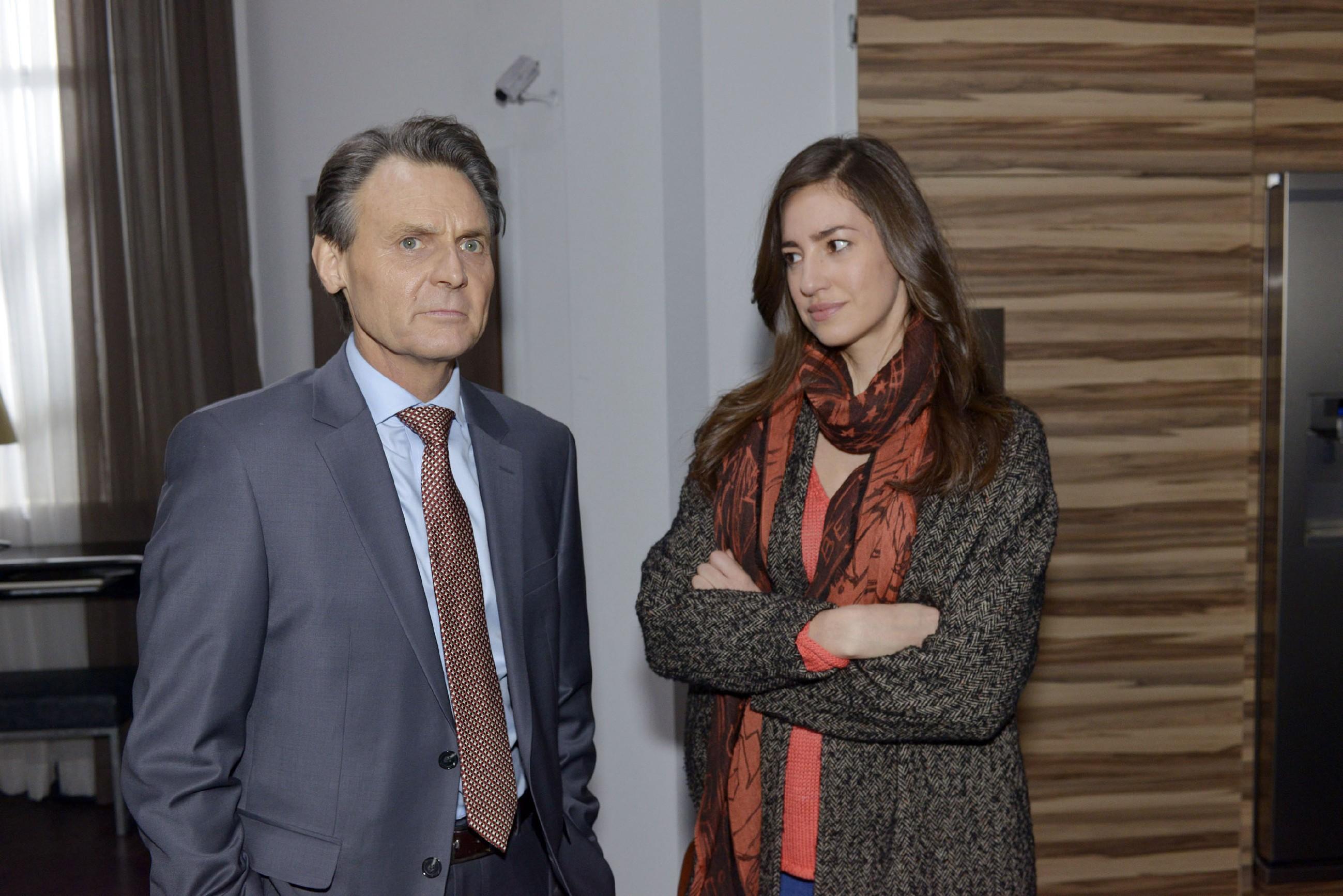 Elena (Elena Garcia Gerlach) beschließt resolut, ihren aufkeimenden Gefühlen für Gerner (Wolfgang Bahro) einen Riegel vorzuschieben. (Quelle: RTL / Rolf Baumgartner)
