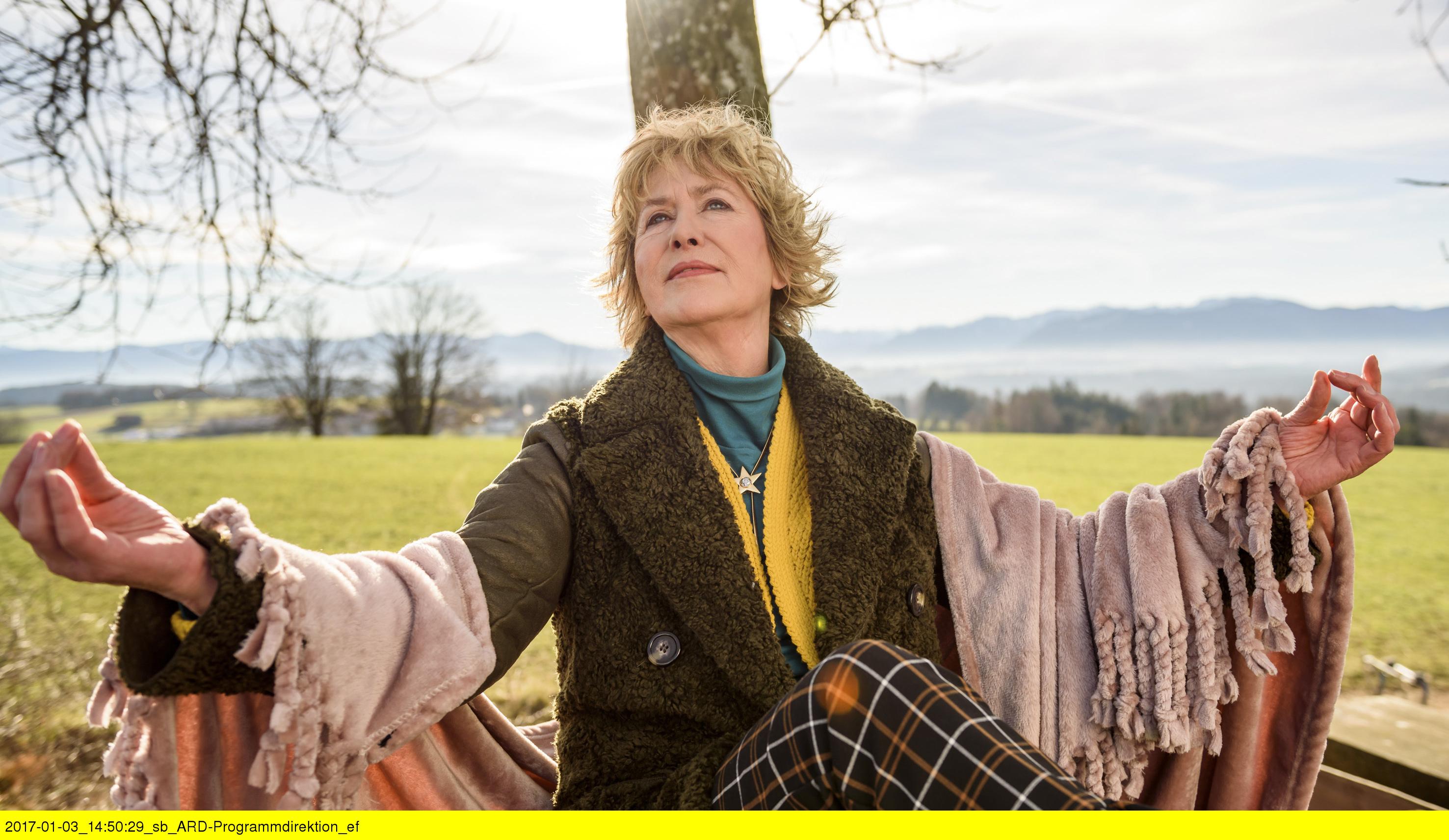 """ARD STURM DER LIEBE FOLGE 2638, am Freitag (24.02.17) um 15:10 Uhr im ERSTEN. Gerti (Beatrice Richter) macht eine """"Seelenreise"""". (Quelle: ARD/Christof Arnold)"""