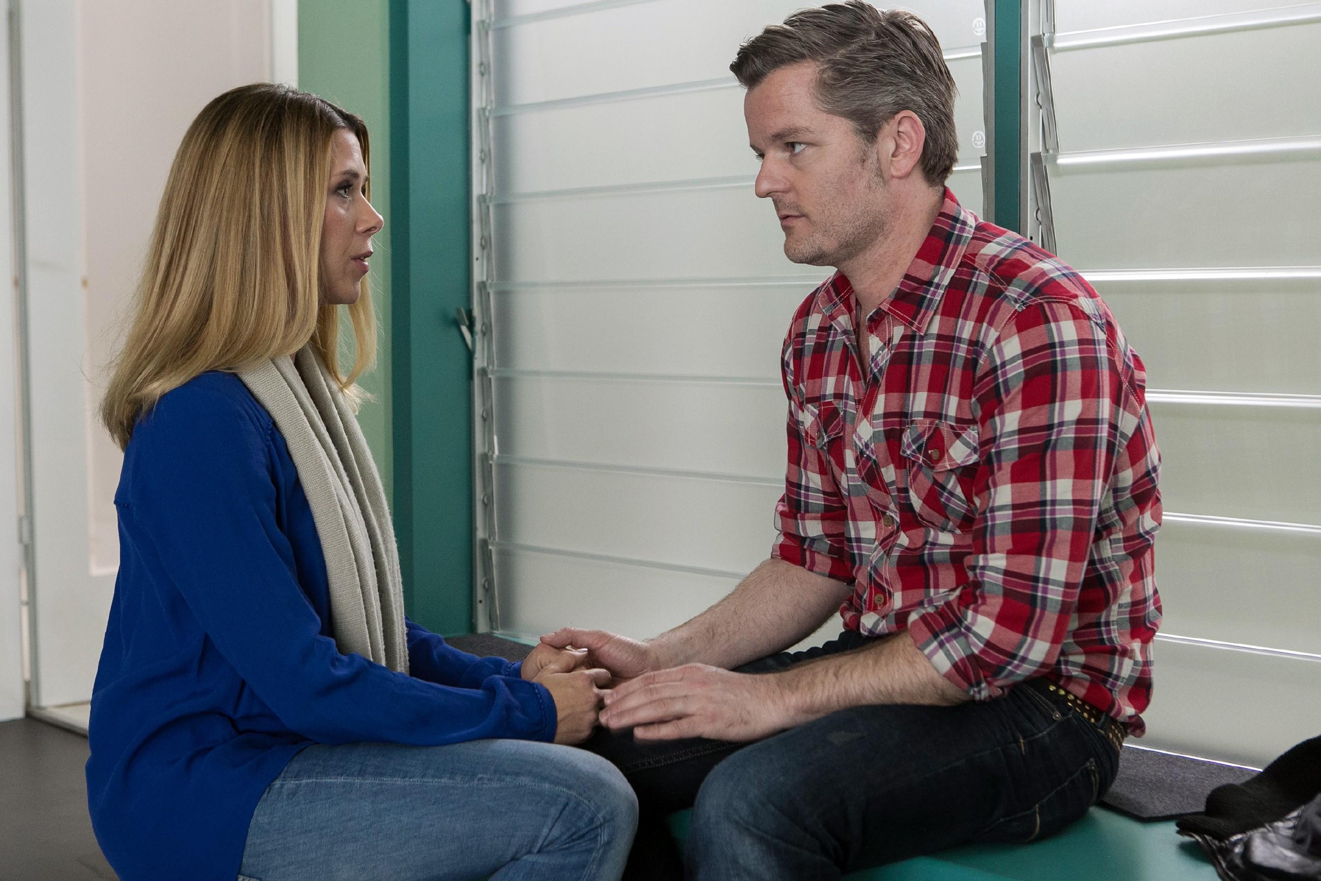 Um Ingo (André Dietz) zu beweisen, dass sie nicht aus Mitleid bei ihm bleibt, macht Diana (Tanja Szewczenko) ihm in seiner dunkelsten Stunde einen bewegenden Heiratsantrag...