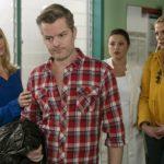 Ingo (André Dietz) stellt sich darauf ein, dass er wieder an Krebs erkrankt ist und zieht aus Selbstschutz eine Mauer um sich hoch. Diana (Tanja Szewczenko, l.), Vanessa (Julia Augustin) und Marie (Cheyenne Pahde, r.) bleiben ratlos zurück.