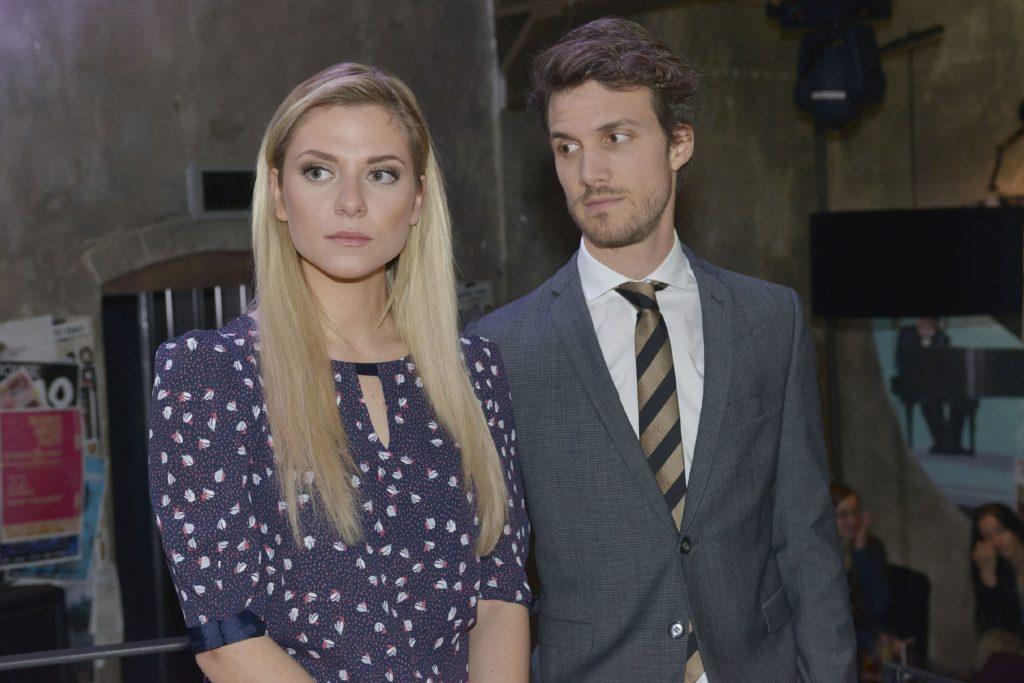 Felix (Thaddäus Meilinger) beschleicht das Gefühl, dass Sunny (Valentina Pahde) Sympathien für Chris entwickelt.