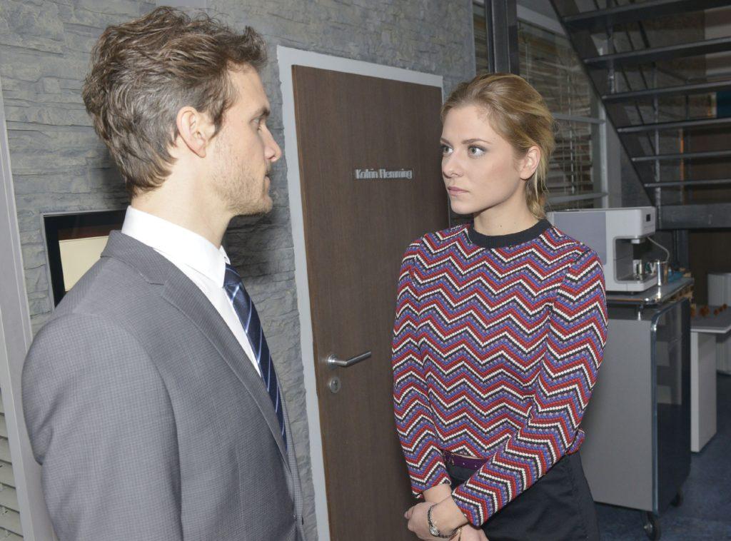 Als Felix (Thaddäus Meilinger) und Sunny (Valentina Pahde) wegen Chris streiten, rutscht Felix heraus, dass Chris Gefühle für Sunny hat.