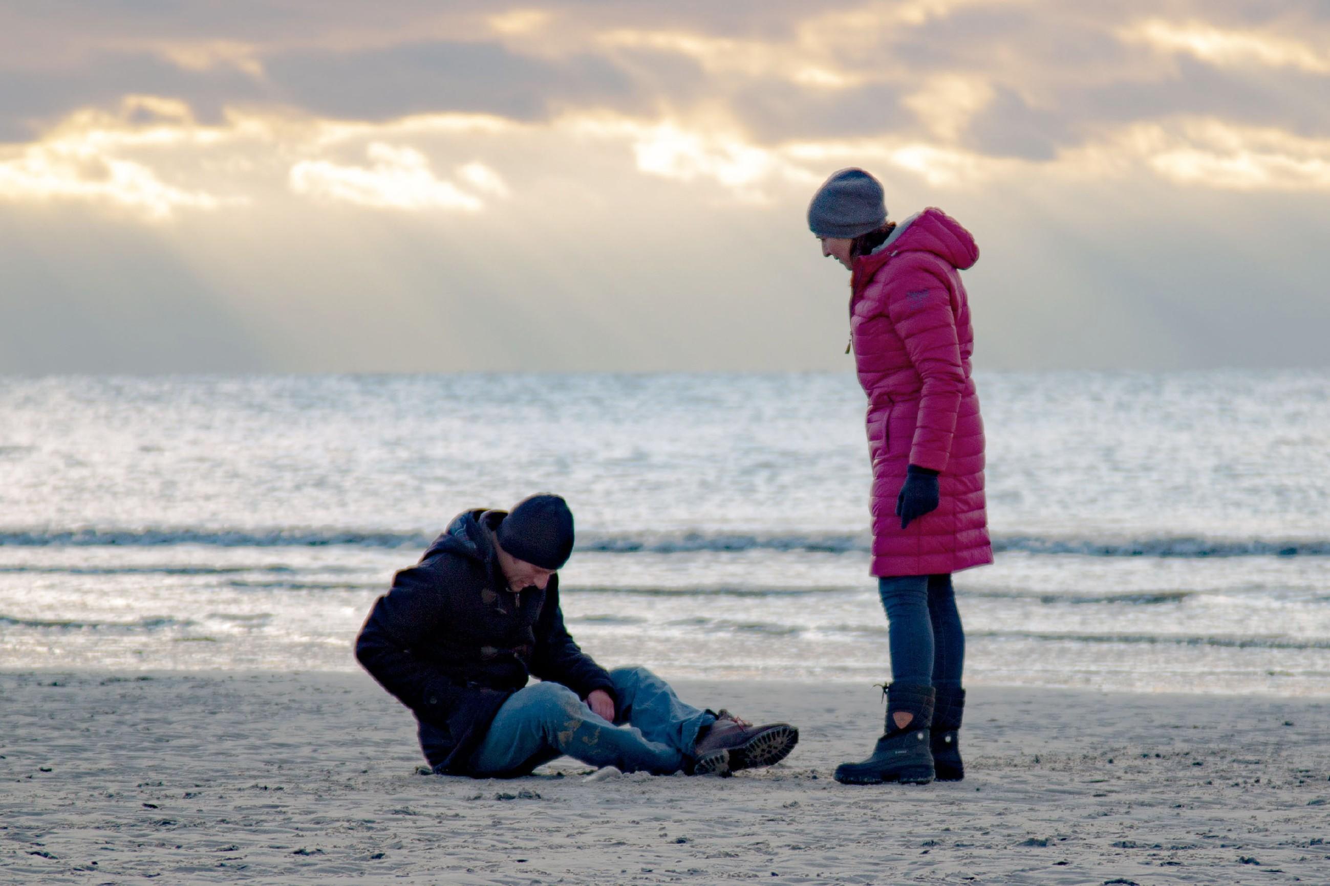 Katrin (Ulrike Frank) will Till (Merlin Leonhardt) versuchen die Zeit am Meer zu genießen, doch seine Krankheit holt ihn wieder ein...