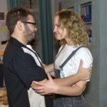 Tuner (Thomas Drechsel) verfällt erneut Jules (Luise Finckh) Charme. (RTL / Rolf Baumgartner)