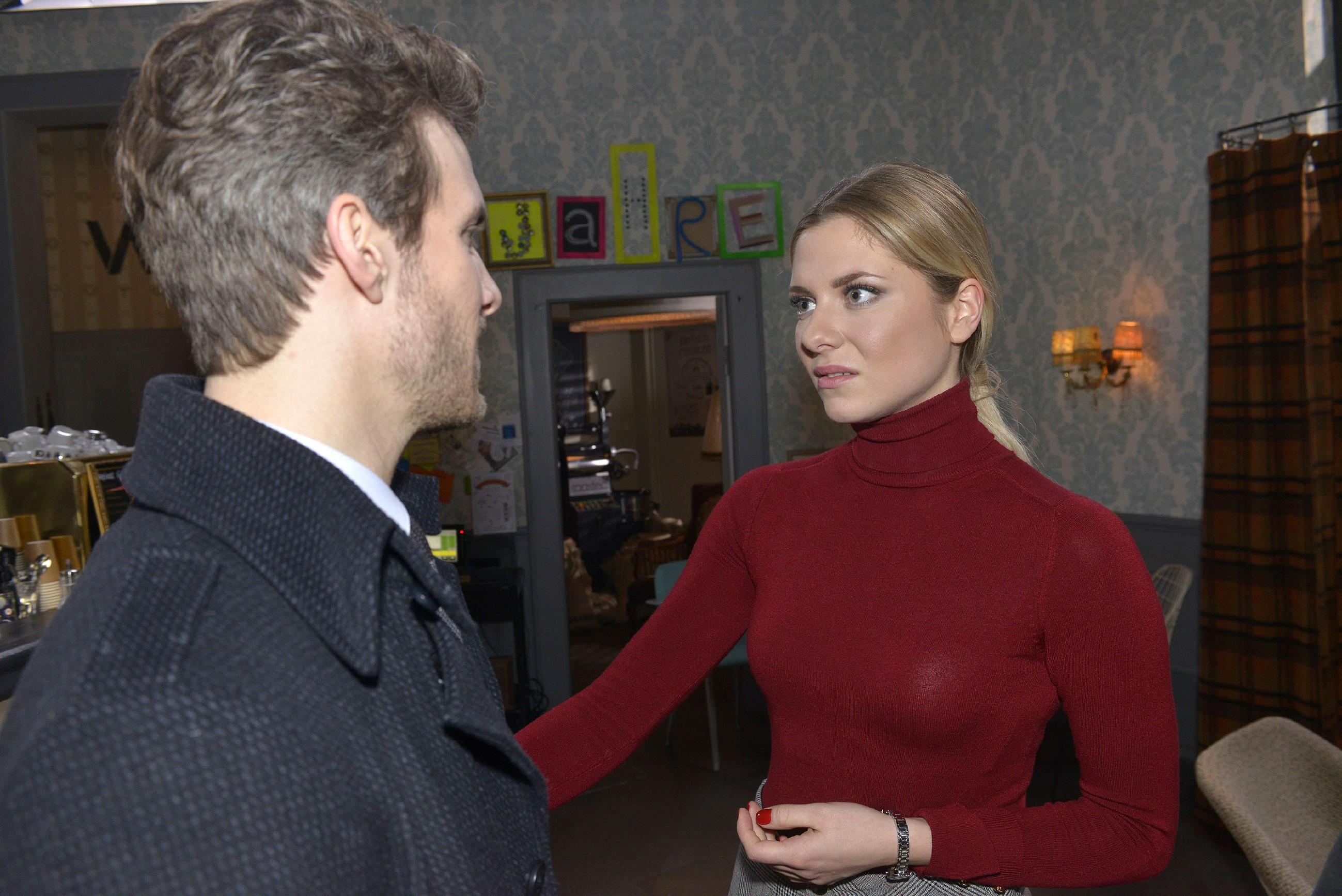 Felix (Thaddäus Meilinger) ist genervt, dass Sunny (Valentina Pahde) trotz aller Beweise, die gegen Chris sprechen, von seiner Unschuld überzeugt ist. (Quelle: RTL / Rolf Baumgartner)