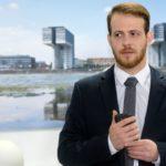 Tobias (Patrick Müller) gelingt es, einen ersten Beweis gegen Opitz zu sammeln. (Quelle: RTL / Stefan Behrens)