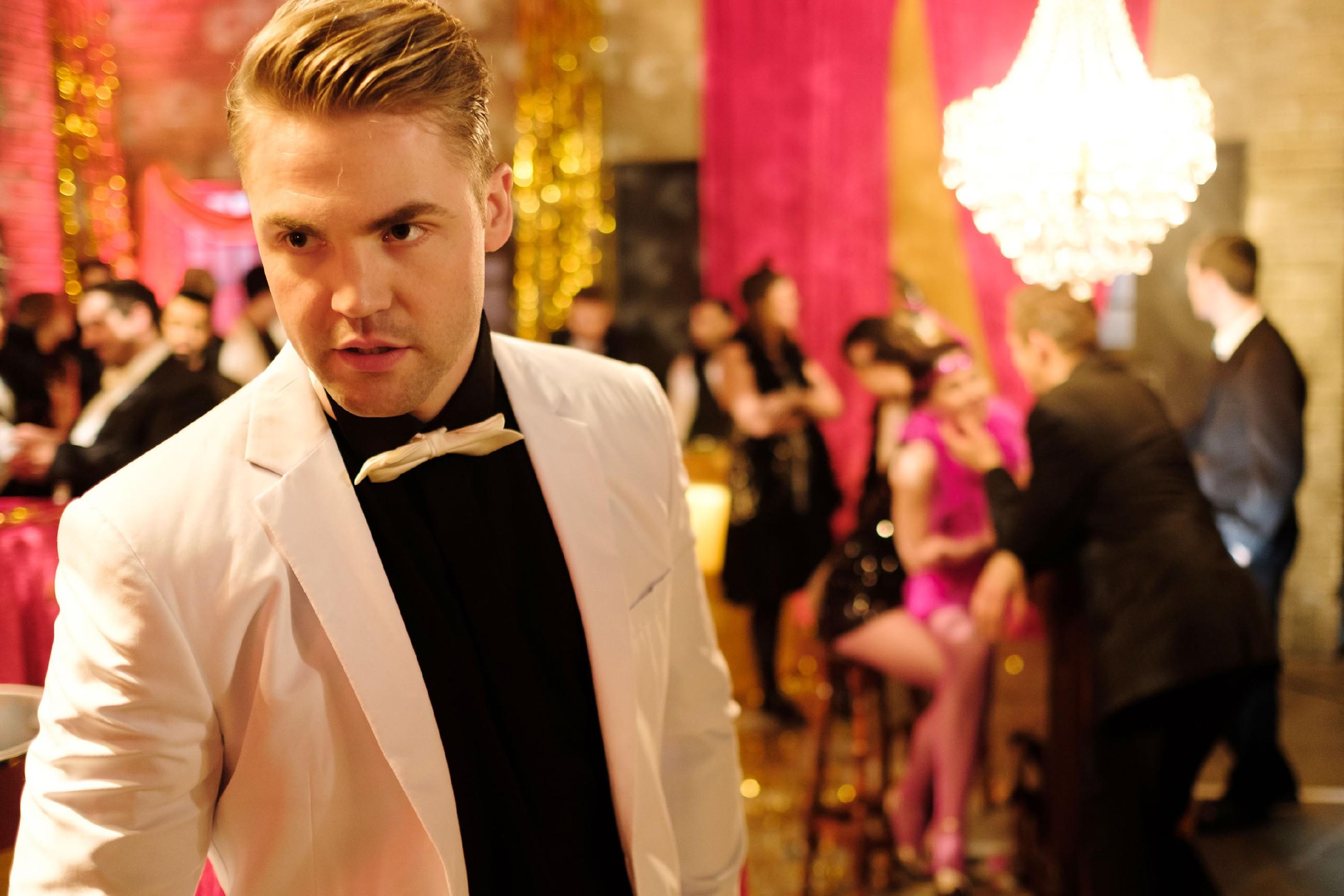 Bambi (Benjamin Heinrich) erkennt auf der Party geschockt, dass Sina auf Lukas steht... (Quelle: RTL / Stefan Behrens)