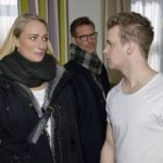 Maren (Eva Mona Rodekirchen) und Alexander (Clemens Löhr) sind von Jonas' (Felix van Deventer, r.) Plänen nicht sonderlich begeistert. (Quelle: RTL / Rolf Baumgartner)